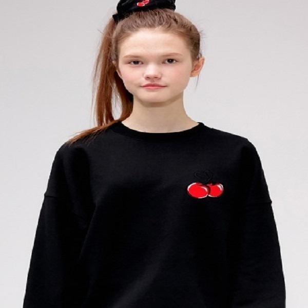 [키르시:KIRSH] HEART CHERRY SWEATSHIRT IS [BLACK]