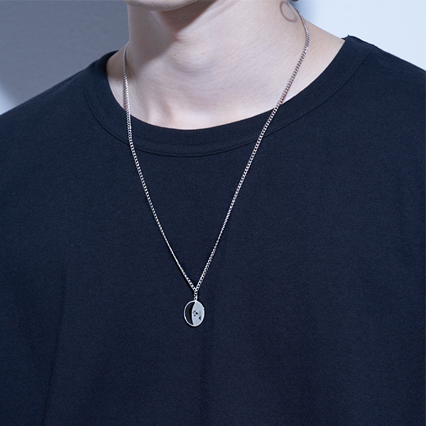 [하와:HAWHA] Black Half Moon Necklace